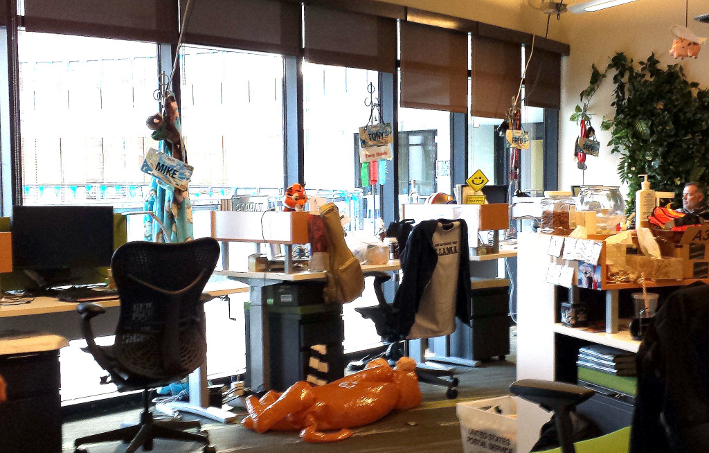 6 reasons why you should visit zappos when in vegas for Zappos office design